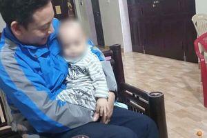 Bé trai 12 tháng tuổi bị bỏ rơi trước cổng chùa kèm lá thư viết: 'Gia đình lục đục, nhờ nhà chùa nuôi giúp'