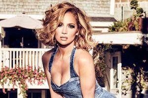 Jennifer Lopez khoe dáng ở tuổi 51