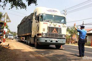 Lập tổ cân lưu động, phạt nghiêm xe quá tải trên đường Hồ Chí Minh