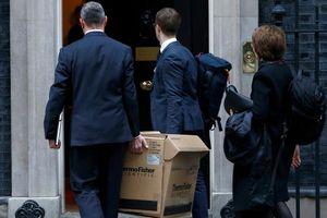 Chuyên gia dịch tễ Anh tự cách ly vì ho, sốt sau khi đến Phố Downing