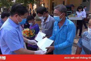 TX. Tân Châu trao quyết định cho 33 công dân hết thời gian cách ly phòng dịch Covid-19