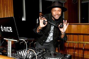 DJ livestream chơi nhạc online 10 tiếng để khích lệ người dân ở nhà