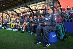 HLV và cầu thủ giảm hoặc không nhận lương để cứu CLB mùa dịch