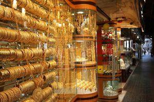 Giàu như người Dubai, phủ vàng từ nhà ra phố