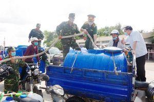 Trao 104 bồn chứa nước tặng người dân huyện đảo Cù Lao Dung