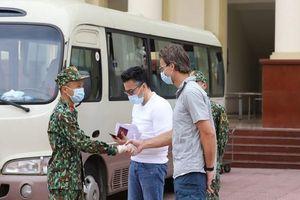 Thủ tướng khen ngợi quân đội với 'những đêm ngủ ngoài trời, những bữa cơm ăn vội'