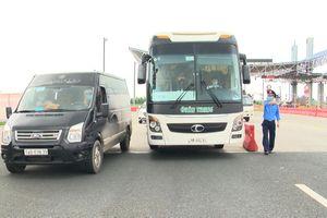 Ngày đầu thực hiện hạn chế hoạt động vận chuyển hành khách bằng xe ô tô
