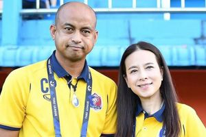 Cựu HLV U23 Thái Lan bị nữ chủ tịch sa thải
