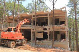 Tháo dỡ công trình xây dựng không phép trong khu nghỉ dưỡng ở hồ Tuyền Lâm – Đà Lạt