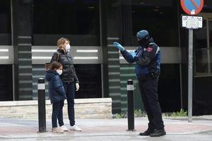 Ca tử vong ở Tây Ban Nha tăng kỷ lục, ca nhiễm virus vượt 100.000