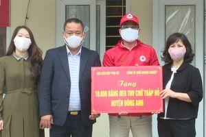 Huyện Đông Anh trao tặng 10.000 băng đeo tình nguyện viên Chữ thập đỏ