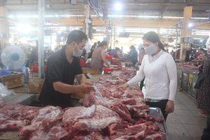 Các chợ ở Nha Trang: Hàng hóa dồi dào, sức mua giảm