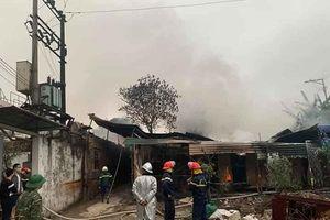Kịp thời khống chế đám cháy lúc 5h giờ sáng tại phường Dương Nội, quận Hà Đông