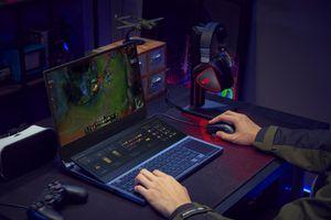 Zephyrus Duo 15 – Laptop gaming hai màn hình đột phá trình diện