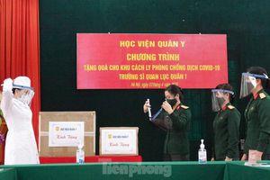Học viện Quân y tặng mặt nạ chống giọt bắn ngăn dịch COVID-19