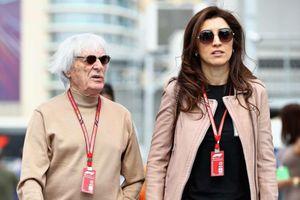 Ông trùm đua xe F1 và vợ kém 45 tuổi luôn mặc đồ ăn ý khi bên nhau