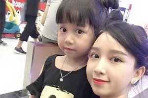 Bức ảnh 2 mẹ con xinh đẹp khiến nhiều người lầm tưởng là '2 chị em'