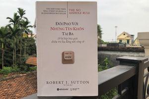 Đối phó với những tên khốn tài ba nơi công sở: Cuốn sách giúp doanh nghiệp xây dựng môi trường làm việc văn minh và người lao động 'sống sót' được nếu không may rơi vào một 'cái hố'