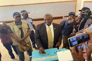 Tổng thống Botswana và 63 nghị sĩ bị cách ly