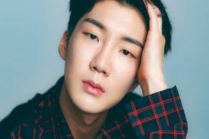 Theo chân Jinwoo, Seunghoon (WINNER) sẽ lên đường nhập ngũ