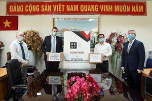 Hiệp hội Doanh nghiệp Anh tại Việt Nam trao tặng đồ bảo hộ y tế hỗ trợ chống dịch Covid-19