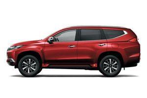 Mitsubishi Pajero Sport giảm giá sốc, cạnh tranh với Toyota Fortuner, Mazda CX-8