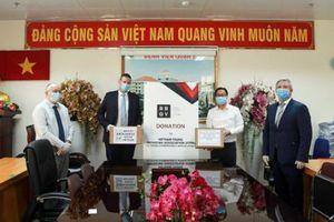 Hiệp hội DN Anh quốc tại Việt Nam trao tặng hơn 500 triệu đồng chống COVID-19