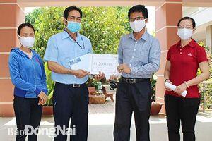 Trao tặng 41,2 triệu đồng ủng hộ cháu Nguyễn Anh Thư phẫu thuật đốt sống cổ