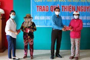 Kiên Giang: Trao 200 phần quà cho NLĐ khó khăn