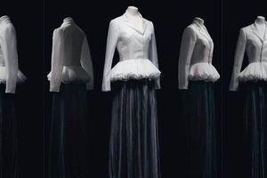 Lạc lối trong không gian triển lãm 'Christian Dior: Designer of Dreams' với đoạn phim 57 phút
