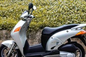 'Phát sốt' Honda @ đời 2005 rao bán 100 triệu, DD đỏ cũ 'thét giá' 200 triệu ở Hà Nội