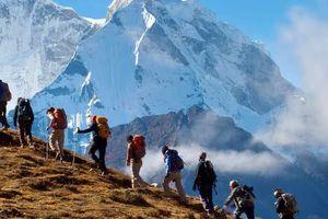 Mắc kẹt trên núi Himalaya, khi được giải cứu trở về thế giới đã khác