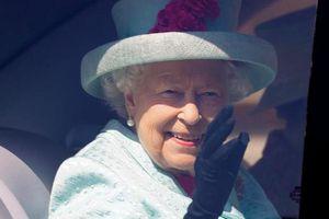 Vì COVID-19, lần đầu tiên Nữ hoàng Anh hoãn lễ bắn đại bác mừng sinh nhật