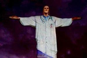 Tượng Chúa Jesus được khoác áo blouse trắng