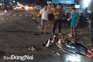 Xe máy va chạm xe container, một người tử vong