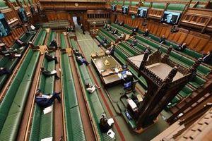 Chính phủ Anh gặp khó khăn chồng chất vì Covid-19