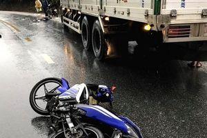Va chạm với xe tải, 2 người đàn ông đi xe máy tử vong