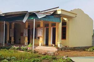 Nghệ An: Lốc xoáy giật tung mái nhà trạm và nhà dân