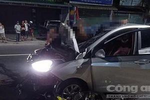 Xe máy 'đối đầu' ôtô, 2 thanh niên chết thảm