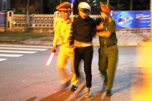 Đà Nẵng: Nam thanh niên lao thẳng xe vào cảnh sát giao thông đang làm nhiệm vụ