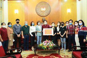 NSND Trung Anh, đoàn phim 'Những ngày không quên' ủng hộ 150 triệu chống COVID-19