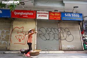 Một tuần sau khi hết cách ly, cả dãy phố ở Hà Nội vẫn không buồn mở cửa