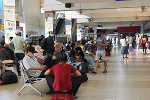 Ga tàu, sân bay, bến xe nhộn nhịp hành khách dịp lễ