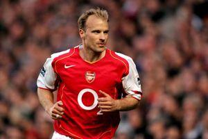 Cái bắt tay định mệnh đưa Bergkamp tới Arsenal