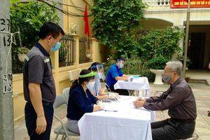 Quận Thanh Xuân: Tiền hỗ trợ Covid-19 được trao tận tay người dân