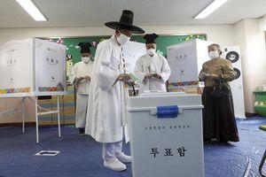 Chuyên gia Hàn Quốc: 'Xác virus' làm người hồi phục dương tính lại