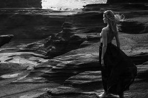 Mỹ nhân Edita Vilkeviciute chụp ngực trần nóng 'bỏng rẫy'
