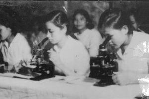 Những ngày chống dịch COVID-19: Nhớ về thời kỳ sản xuất vaccine trong chòi lá