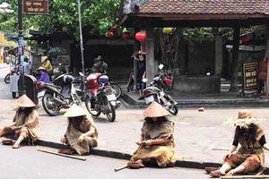Nhóm người giả ăn xin ở phố cổ Hội An bị phạt 67,5 triệu đồng