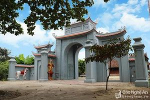 Độc đáo nghệ thuật điêu khắc đền Phú Thọ